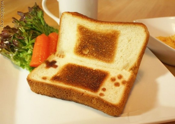 nintendo ds nds toast 580x411 Amazing Food Decorations